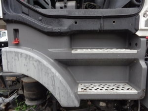 Mercedes Benz Actros extrance step 9436663901