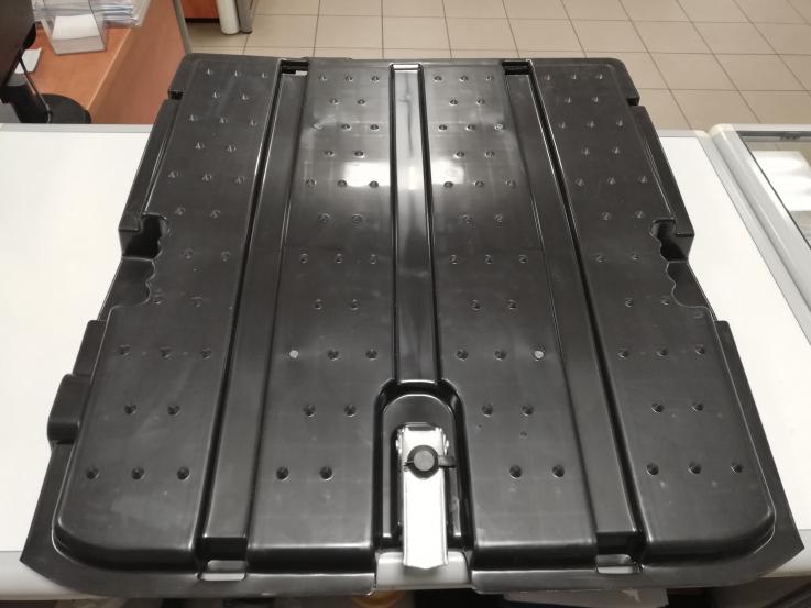 MB Actros 03-12 akumuliatorių dangtis gale rėmo 9304200065