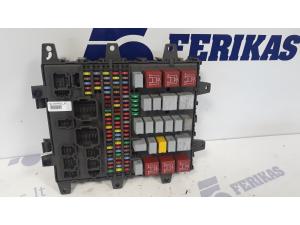Renault fuse box 7421464562