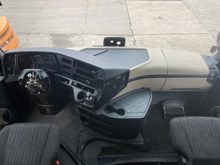 Mercedes Benz Actros MP4 apatinė panelė A9606809155 , A9606802380 pilnas komplektas