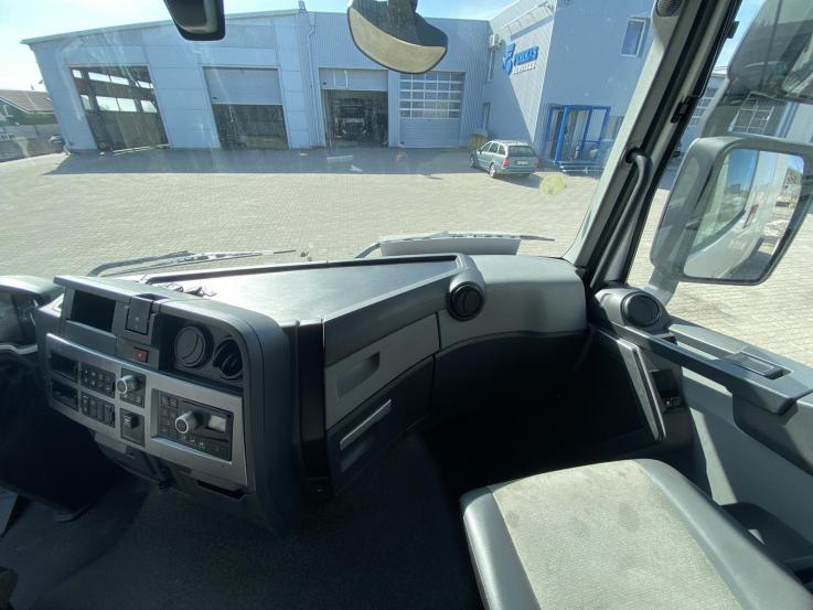 Renault T apatinė panelė 7482705862